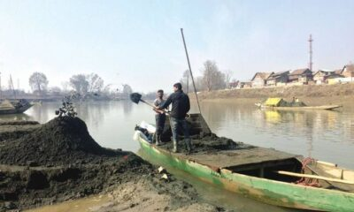 Young man slipped in Jhelum while extracting sand in Pulwama, fear of death